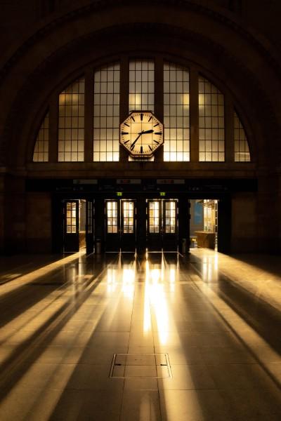 Wandbild Leipzig - Hauptbahnhof, Blick auf Osteingang zum Sonnenuntergang (Motiv PZ01)
