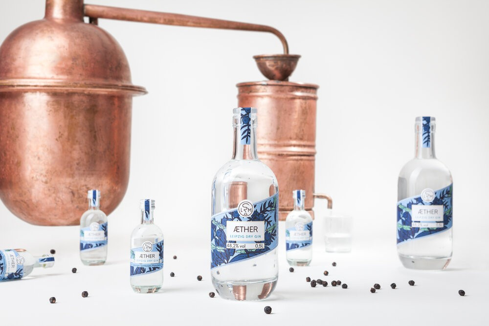 Leipziger_Spirituosen_Manufaktur_LSM_Gin_Aether_Arrangement_Werbefotografie_Leipzig_2019-Foto_Jakob_Adolphi_5340_web