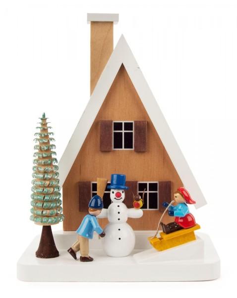 Räucherhaus mit Schneemann und Kindern